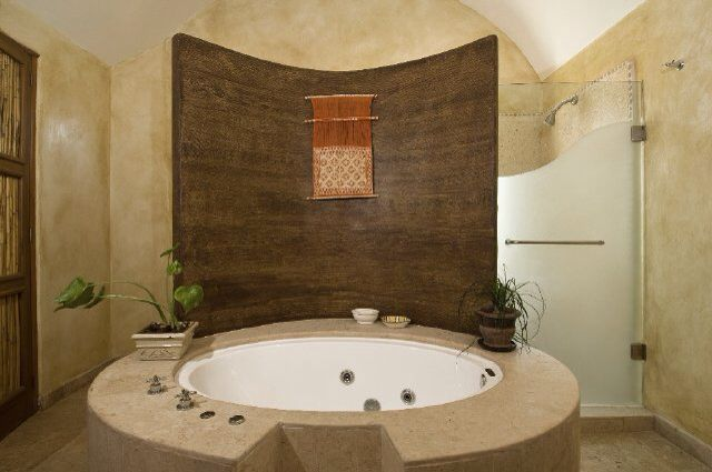 Loooove This Round Jacuzzi Tub With Side Shower With Images