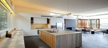 Mesmerizing Large Open Spac Kitchen With Ultra Modern Furniture