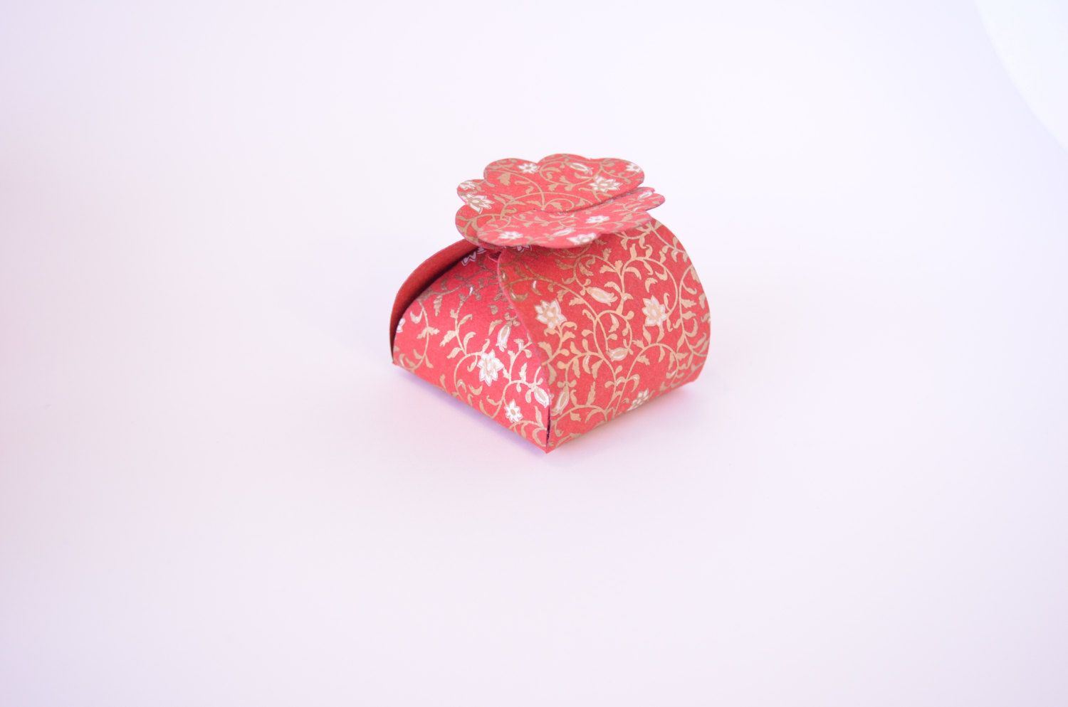 Floret Box is a small and beautiful favor box- sits pretty on table ...