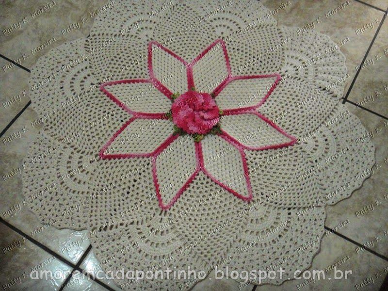 Tapete de croche redondo com flor primavera