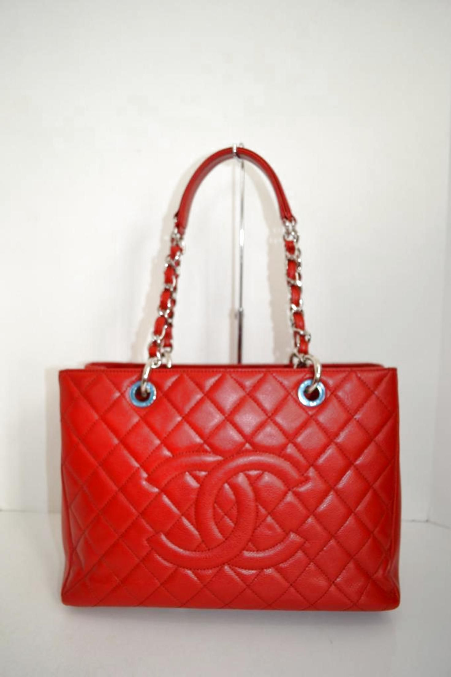 c1cadee866a NWOB Chanel Red Quilted Caviar Leather
