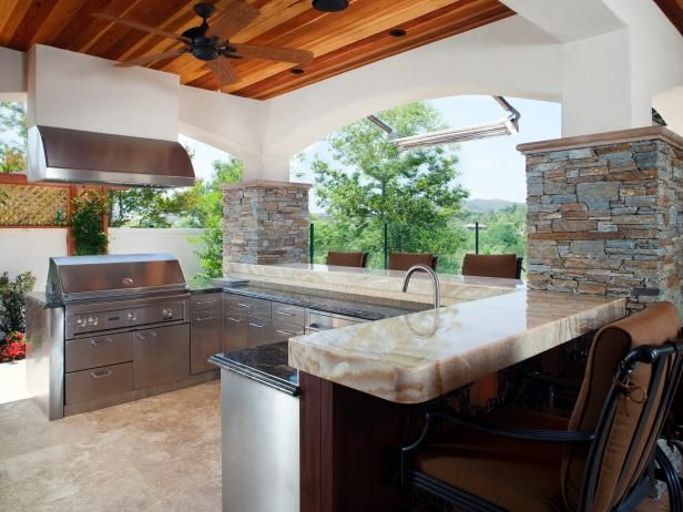 This outdoor kitchen has so much room for preparing food for guests, no shortage of counter space here!