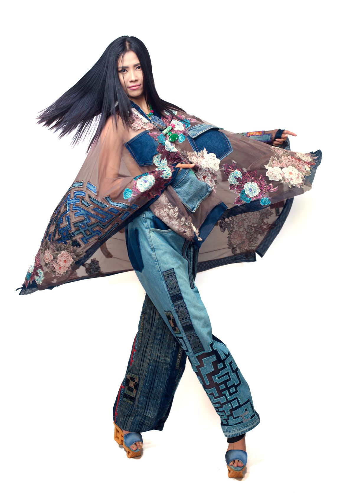 Minh Hanh.Vietnamese Fashion Designer. Museo Di Roma - Italia 2014. Model: Nguyen Thi Loan