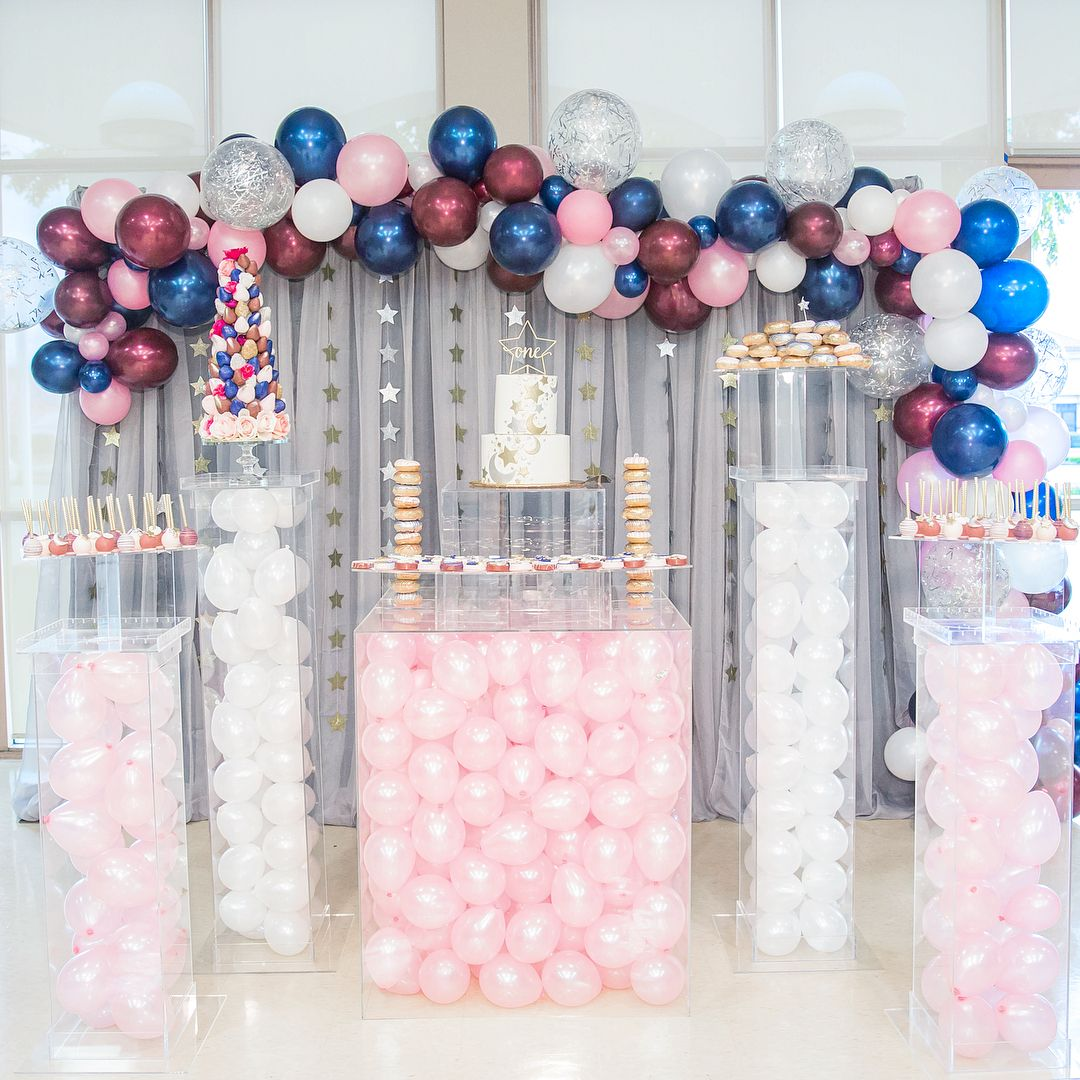 Trend To Try Balloons In Clear Boxes Add Such A Cute And Colorful Touch To Your Set Up Cake Table Decorations Baby Shower Clear Balloons Balloon Box