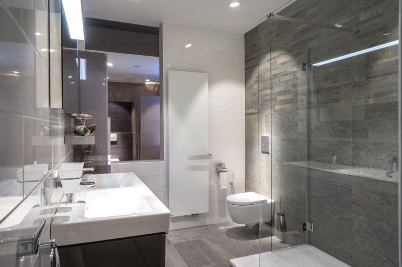 Complete badkamers | Vans, Toilet and Modern