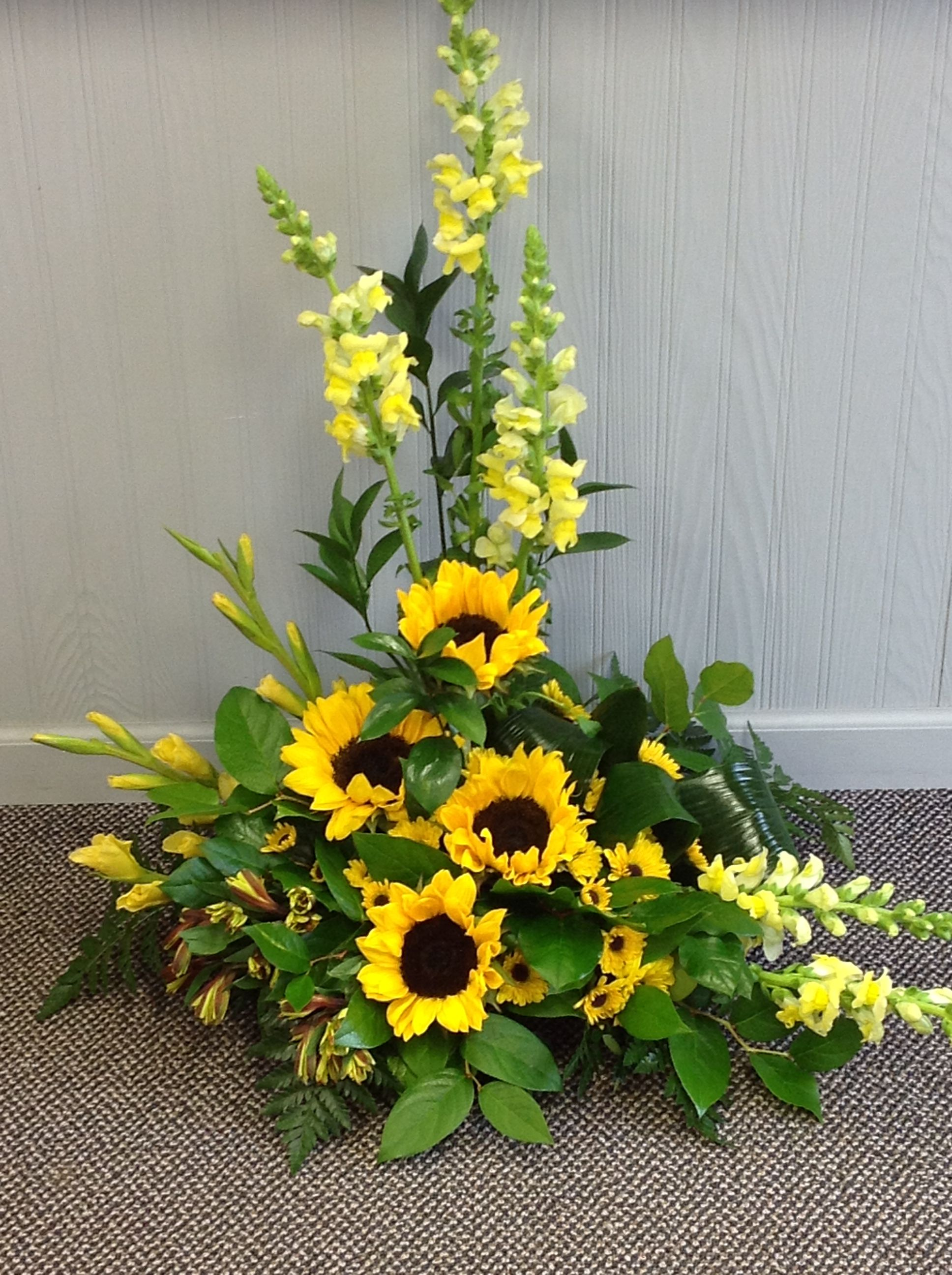 Sunflowers And Snapdragons Fresh Flowers Arrangements Large Flower Arrangements Flower Arrangements