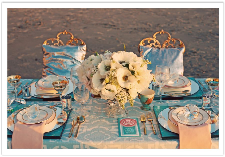 Beautiful table setting. Love the use of the round mirrors under the plates. And its my color scheme.
