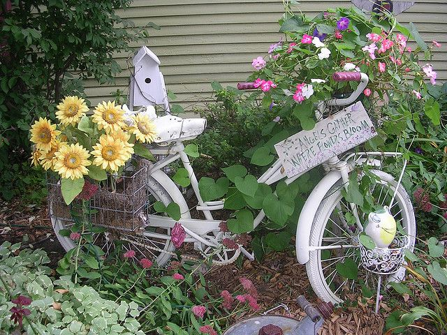 Bicycle In Yard Garden Art Flower Garden Modern Garden Design