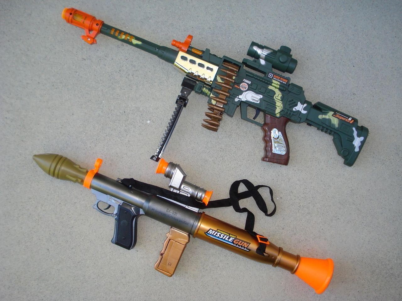 Baldheaded strong rocket artillery cannon toy can emit soft bullet bear  infested toy gun Bazooka 3-6-year-old boy