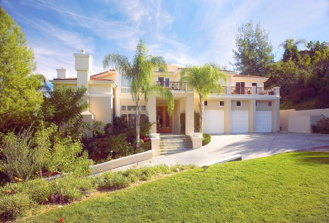 Jessica Simpson Nick Lachey S Old Home Someday We Will Have A House Like This Celebrity Houses Real Estate Houses Home Pictures