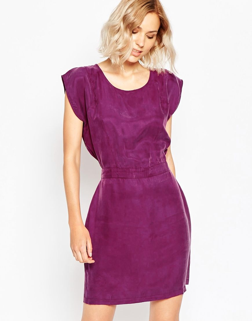 Casual dress by Minimum Lightweight, super soft-touch fabric Round ...