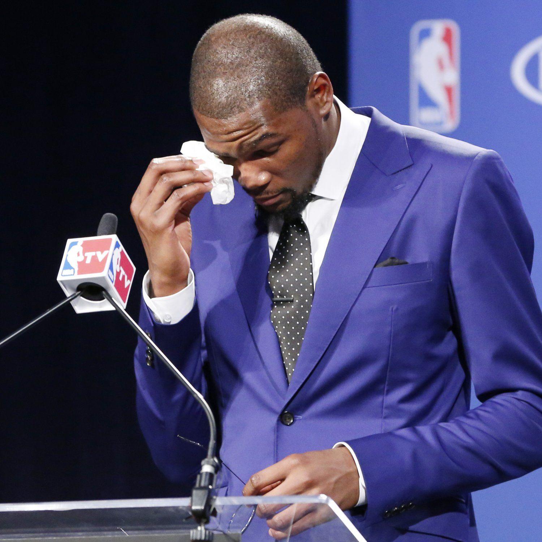 Durant Gives Emotional MVP Speech