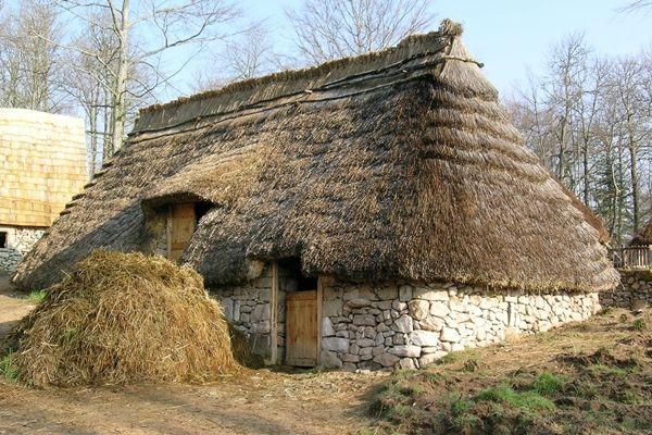 FERMES DU MOYEN AGE DE XAINTRIE  Medieval houses, Historical