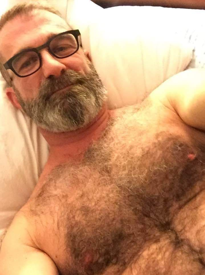 Daddyhunt App — CHAT WITH HOT GUYS AND DADDIES! 120 FREE CREDITS!