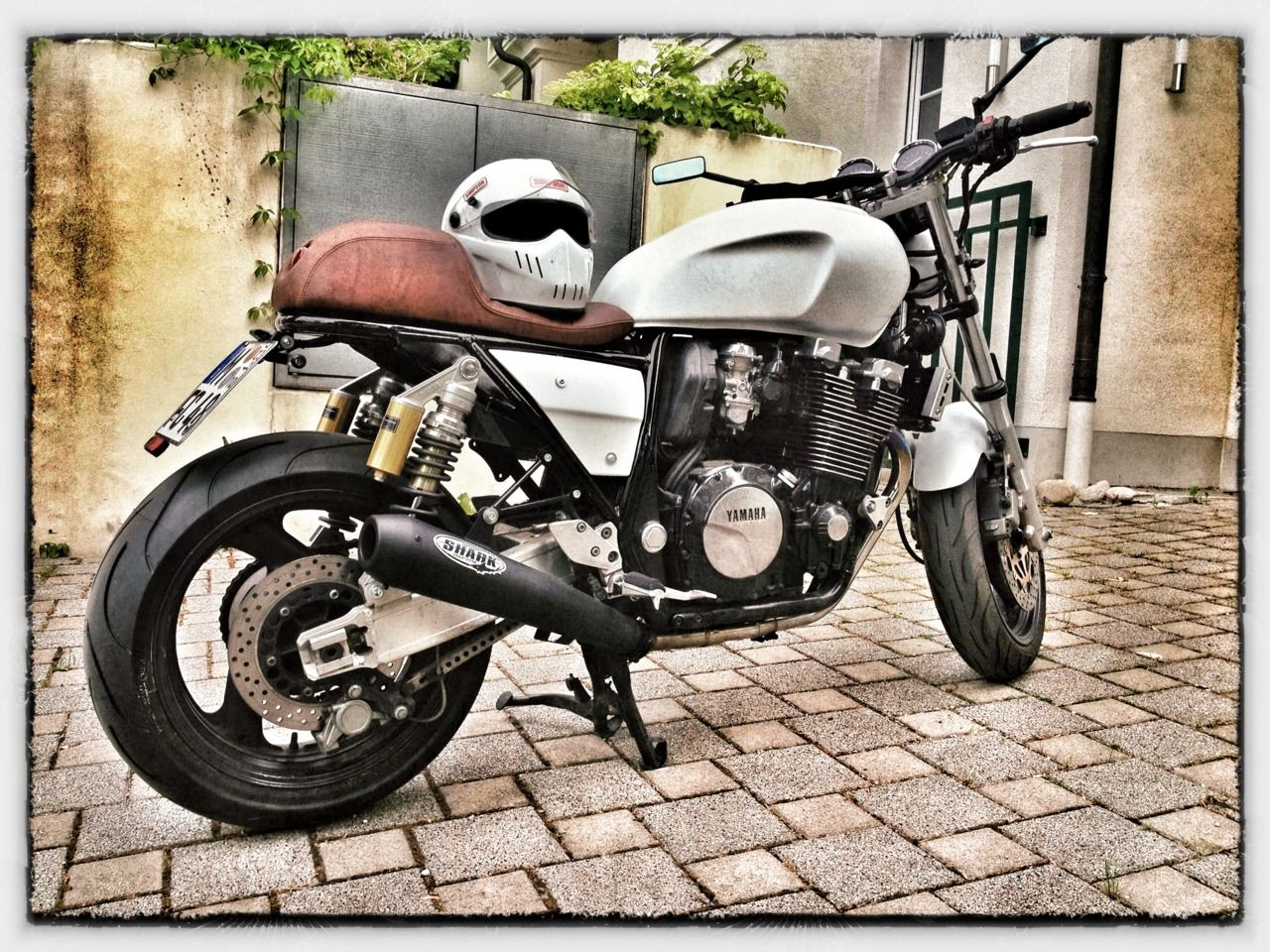 yamaha xjr 1200 cafe racer i wonder what the weight to hp. Black Bedroom Furniture Sets. Home Design Ideas