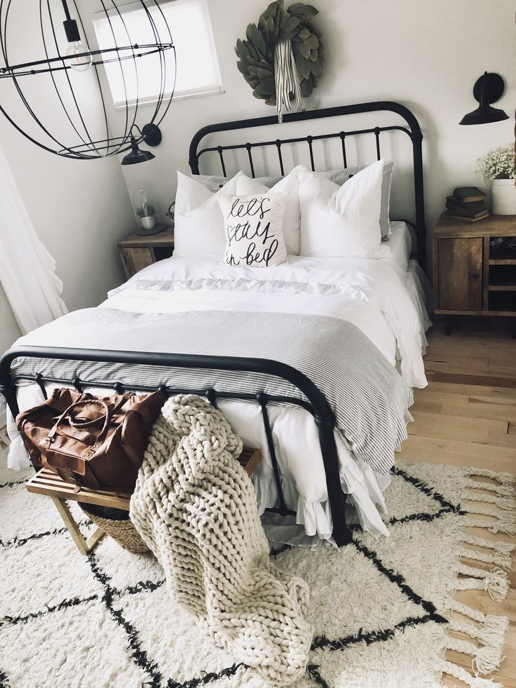 Farmhouse Black Metal Bed With Black Farmhouse Sconces Large Knit Blanket Tassel Rug Leather Weekend Meuble