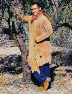 Traje de los pobladores de Baja California Sur son de cuero de venado o vacuno lo nombran cuera..