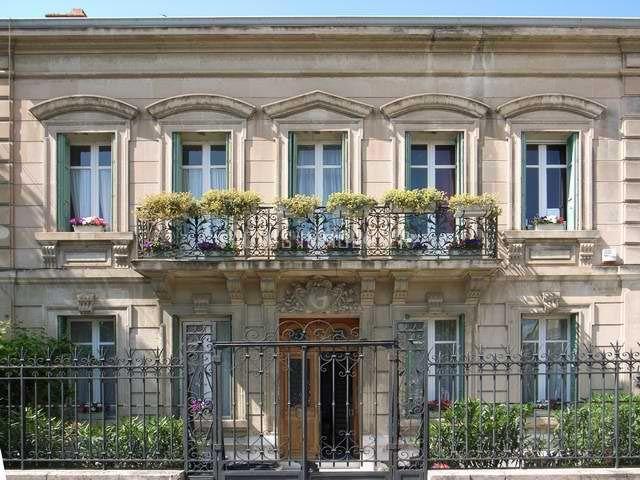 A vendre maison bourgeoise r nov e avec grande cour au for Maison salon de provence