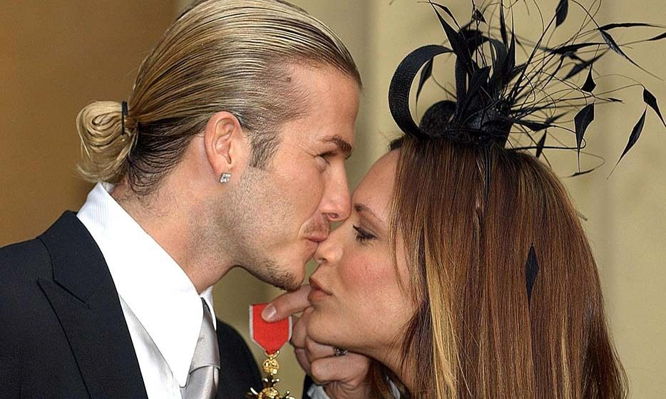 Valentine S Day 24 Celebrity Kisses And Cuddles Caught On Camera David And Victoria Beckham David Beckham Victoria Beckham