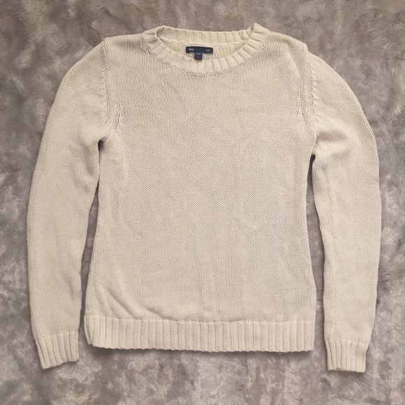 GAP Cream Sweater 100% Cotton sweater, very minimalistic and ...