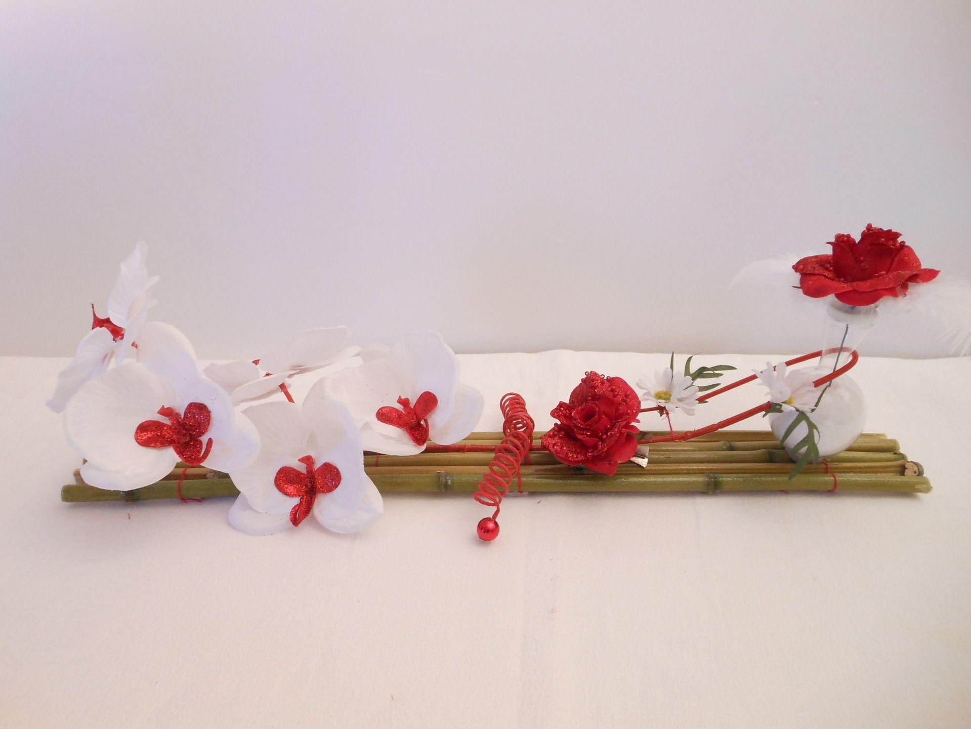 centre de table mariage rouge et blanc orchid e et roses sur bambou zen nature red and white. Black Bedroom Furniture Sets. Home Design Ideas