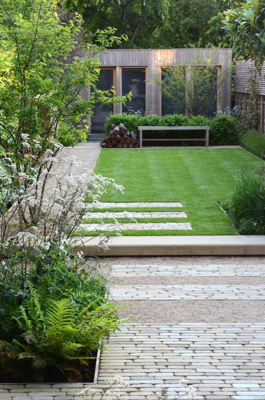 Linear Cobbles Set Within Gravel Oxford Town House 1 Courtyard Gardens Design Contemporary Garden Design Modern Garden