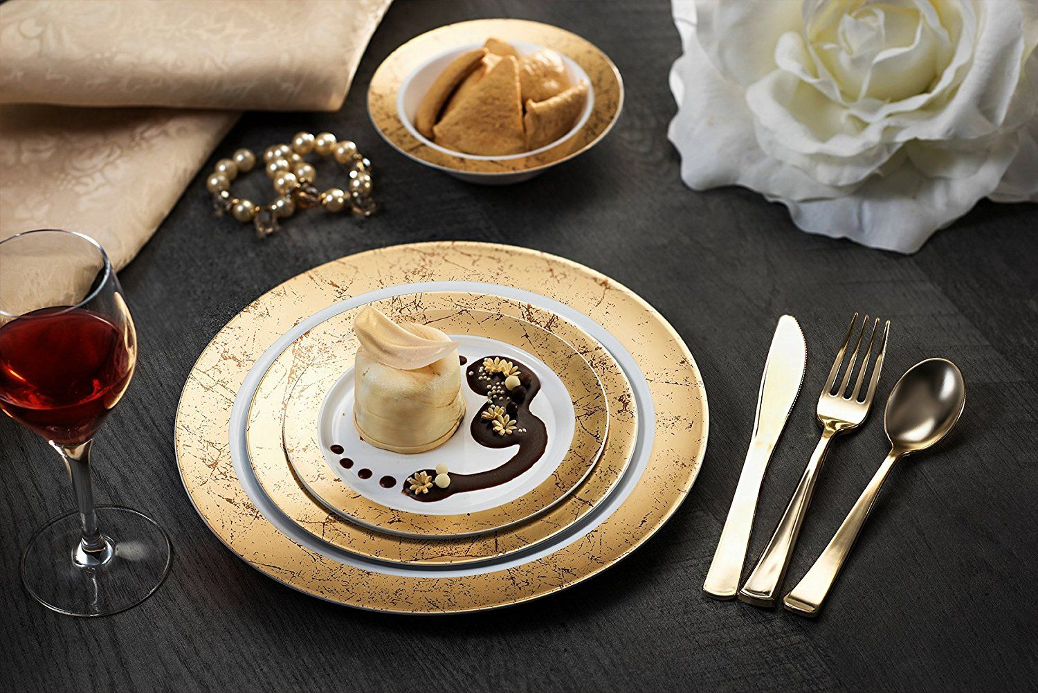 Amazon.com | MAJESTIC PARTY PLATES / WEDDING PLATES | 6 Inch Plastic Plates for Dessert Etc.| White with Gold Rim 40 Pack | Elegant u0026 Fancy Heavy Duty ... & Amazon.com | MAJESTIC PARTY PLATES / WEDDING PLATES | 6 Inch Plastic ...