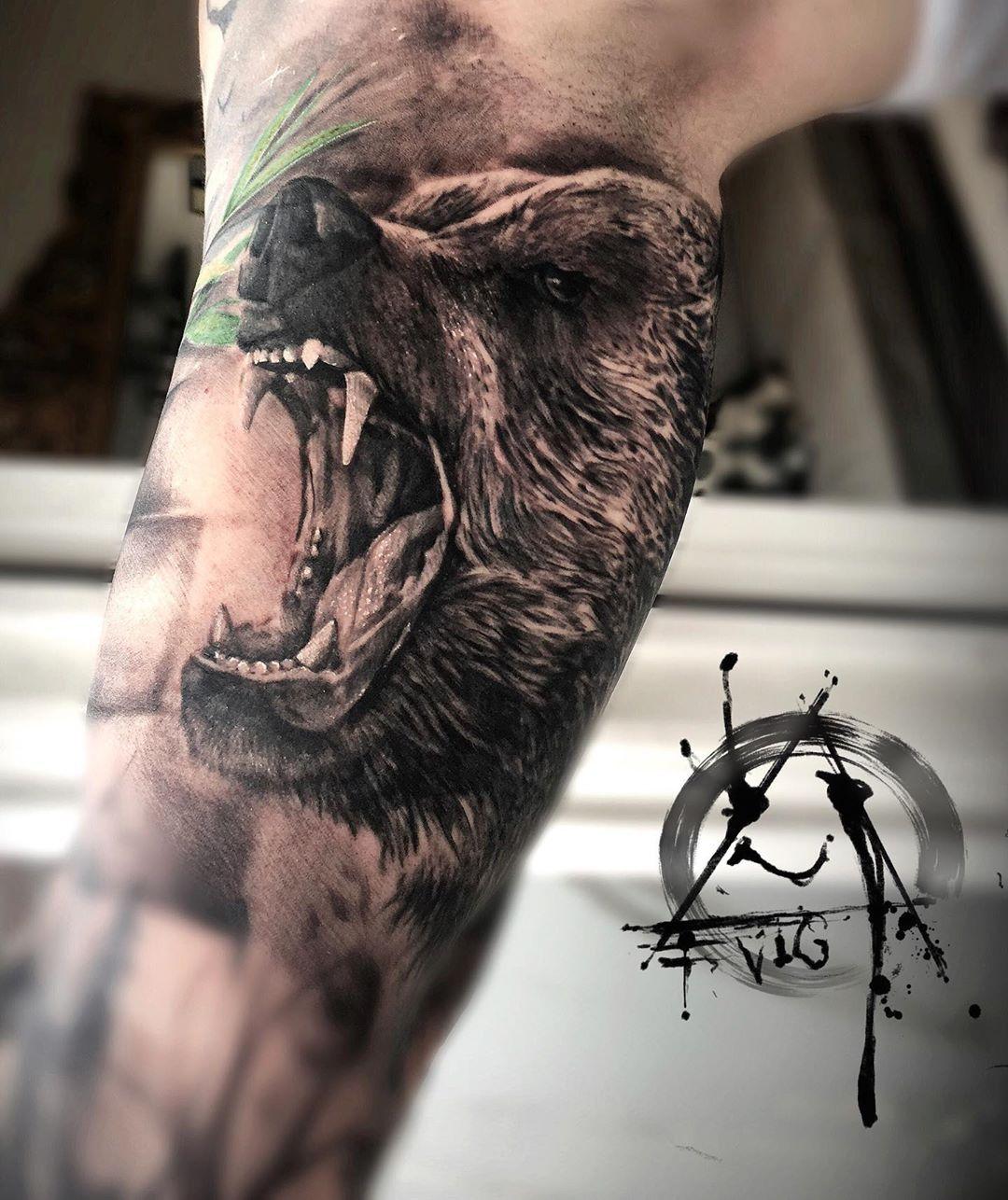Oldies 🖤 . . . #animaltattoo #wildbear #closeup #tattoosofinstagram #besttattoos #eviggladcreations #madeincopenhagen #contactmetoday #stillopenforbooking #oldiebutgoodie #skinartmagazine #blackandgreytattoo #bng #wildsleeve #wildanimals #misstattooing #tattoolife #inkedup #followme #tattoosofinstagram #artist #ironink #newbeginnings  @jenniferevigglad @yayofamilia