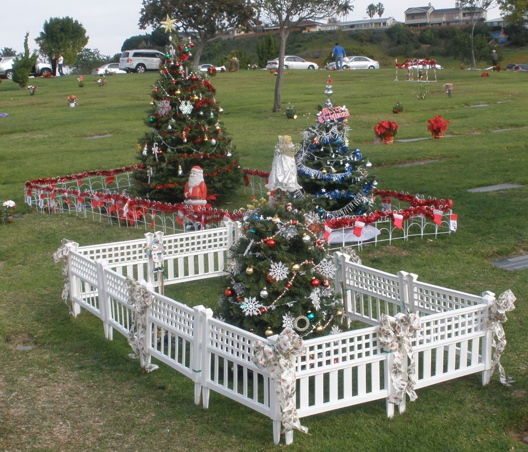 Ordinary Cemetery Christmas Decorations Part - 5: Holy Cross Cemetery
