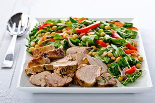 Filet de porc rti et salade tide aux pois chiches et la roquette roast pork with warm chickpea arugula salad recipe kraft canada forumfinder Images