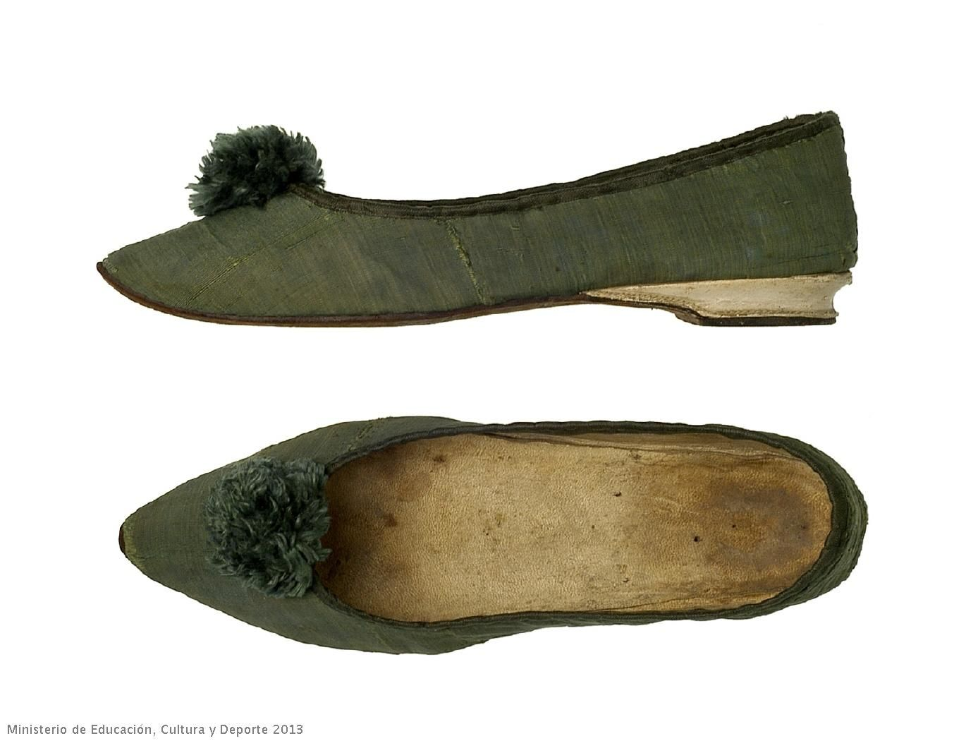 [via Google Translate] 1795 1800 Heeled Shoes Very Low, Made Green Silk  Weave. The Heel Is Leather, Like The Sole. The Leather Interior Is Lined  With ...