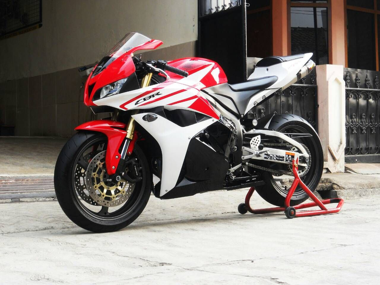 for sale moge honda cbr 600 rr 2012 euro spec full spec exhaust akrapovic carbon titanium. Black Bedroom Furniture Sets. Home Design Ideas