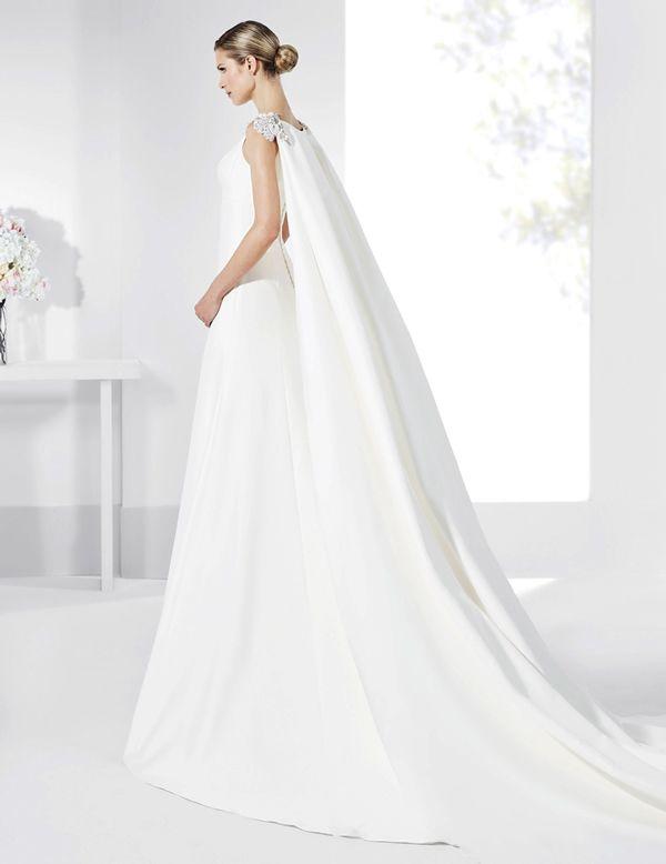 traje de novia de línea clásica con capa de quita y pon. | vestidos