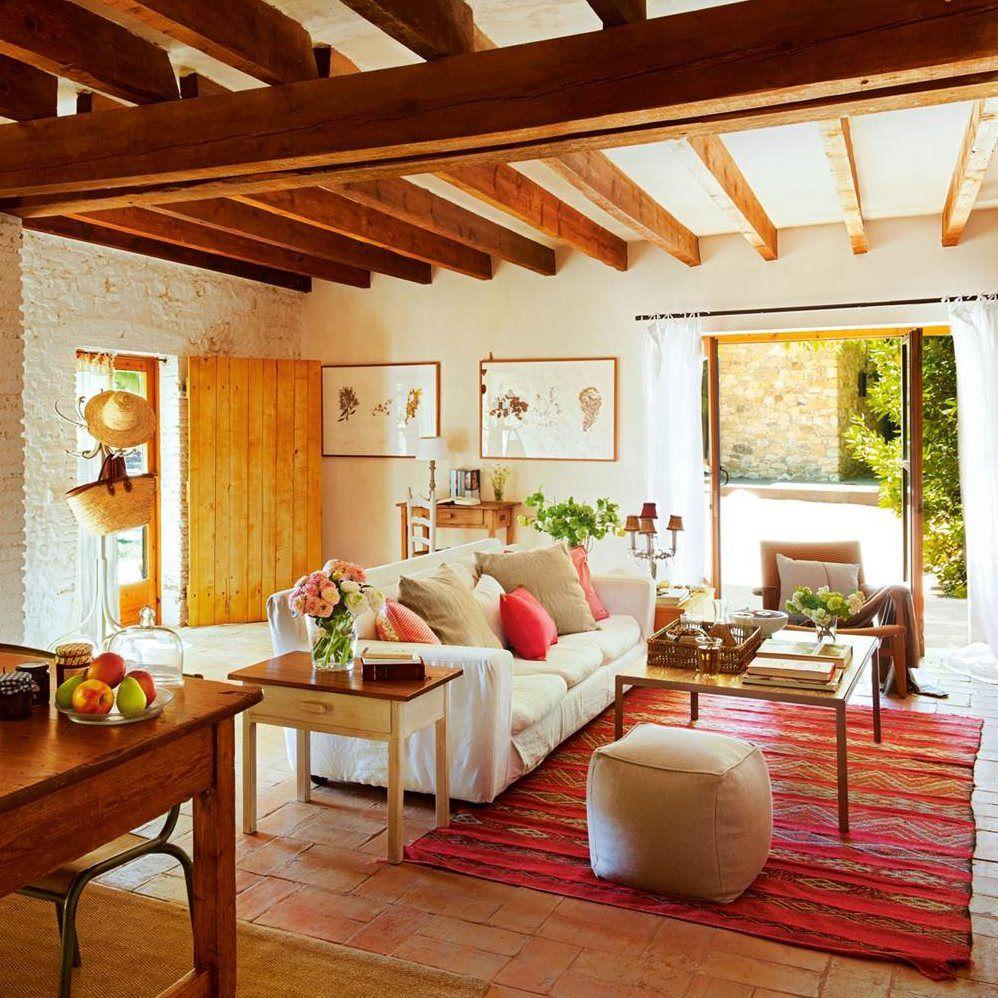 De granero a casa r stica con jard n y piscina hygge for Fotos de casas con piscina interior