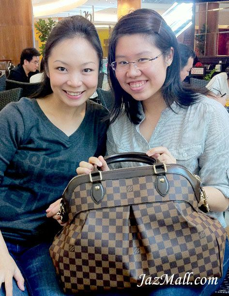 Jane got her LV Trevi GM in Damier Ebene. Click the picture for more  details. e40a906105