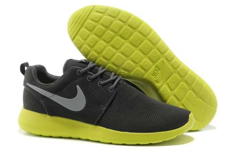 d72d0d8192a UK Trainers Roshe One