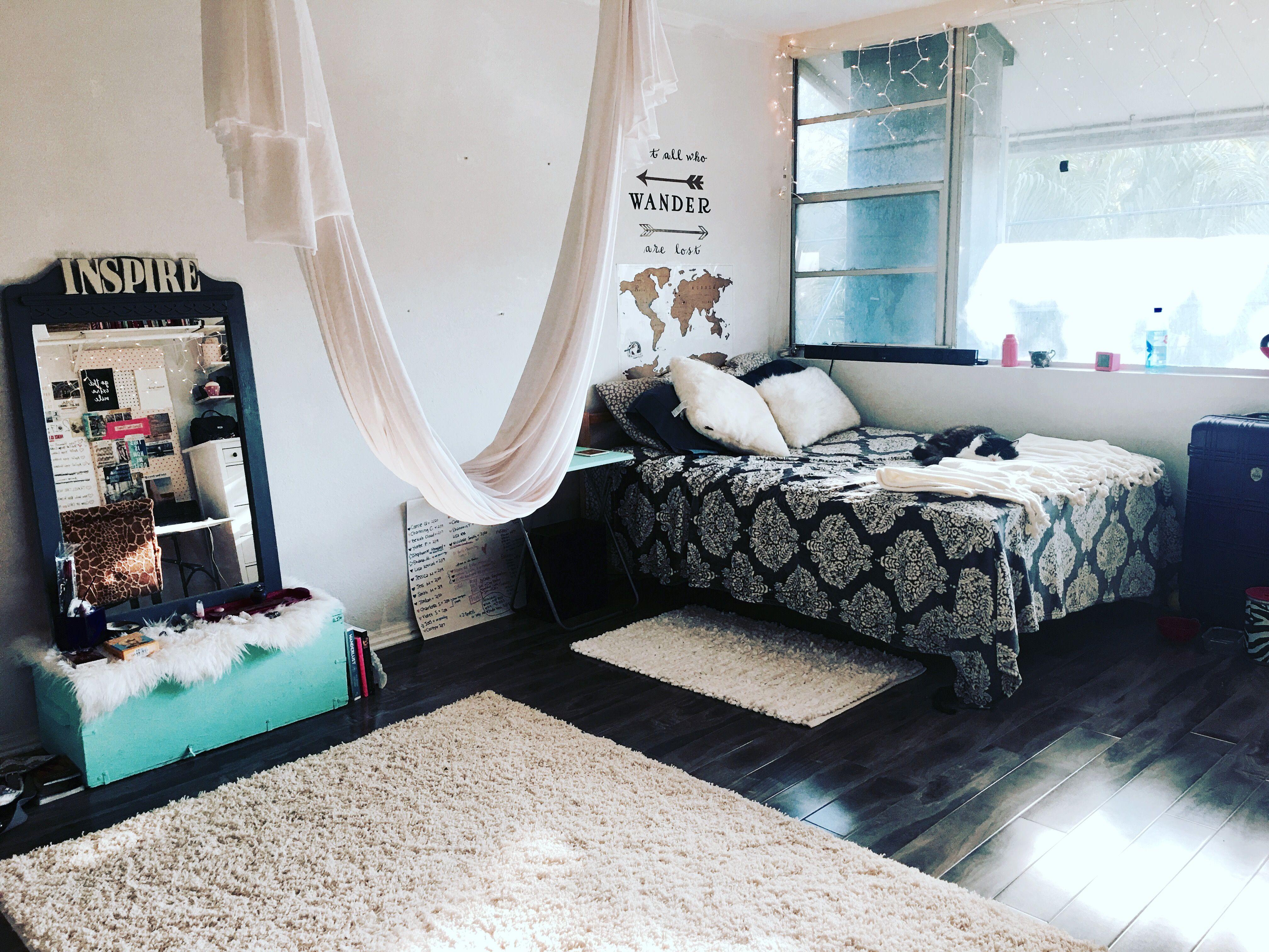 Pin By Margie Pargie On Aerial Yoga Tutorials Inspiration Home Yoga Room Aerial Yoga Hammock Hammock In Bedroom