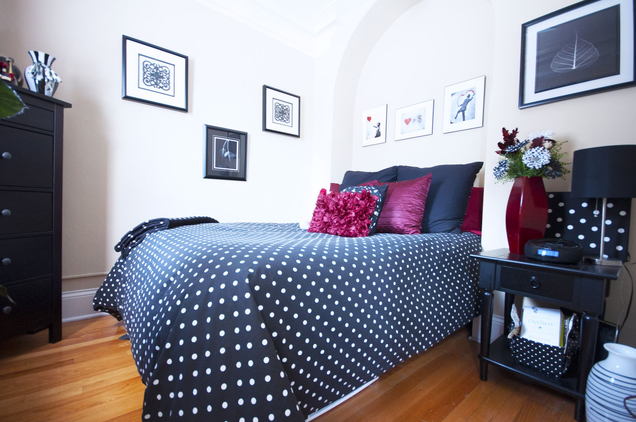 Cute and colorful decorating ideas for your bedroom