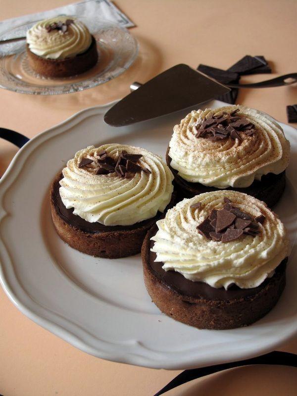 Tartelettes comme un chocolat chaud / Ganache chocolat et chantilly mascarpone / Wie ein heißer Schokolade : kleine Tartes mit Schokofüllung und Sahne