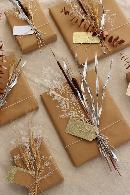 B cher verpacken mit packpapier und natur accessoires for Accessoires und geschenke