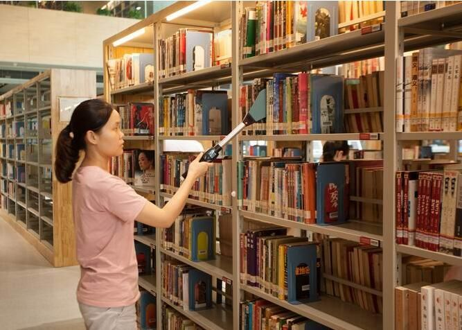 RFID Handheld reader for books inventory | RFID library | Bookcase