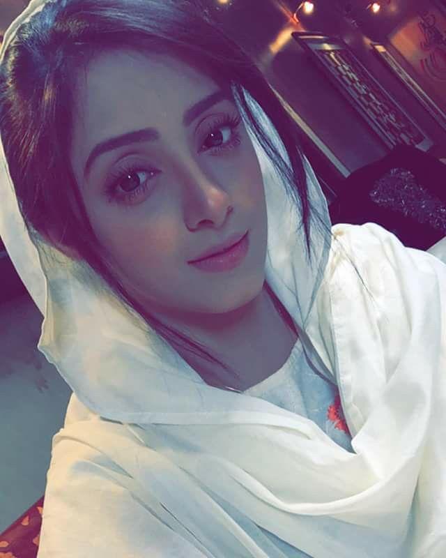 sanam chaudhry | Good looks | Muslim beauty, Pakistani