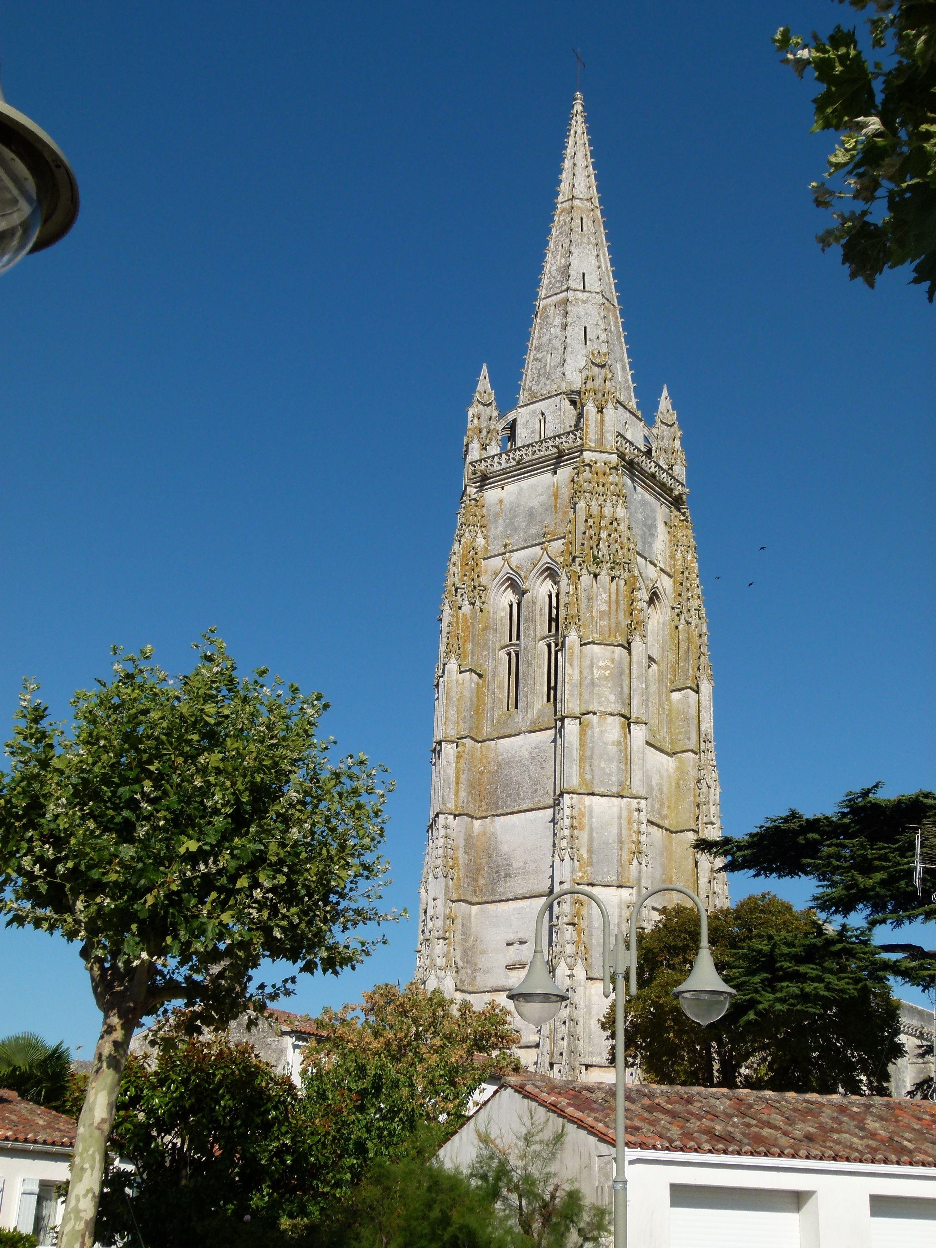 Photo File:Clocher porche église de Marennes By Serge Lacotte (Own work) [CC-BY-SA-3.0 (http://creativecommons.org/licenses/by-sa/3.0) or GFDL (http://www.gnu.org/copyleft/fdl.html)], via Wikimedia Commons   Clocher du XVème, haut de 78 mètres  http://www.viaouest.com/fr-17-6889.htm