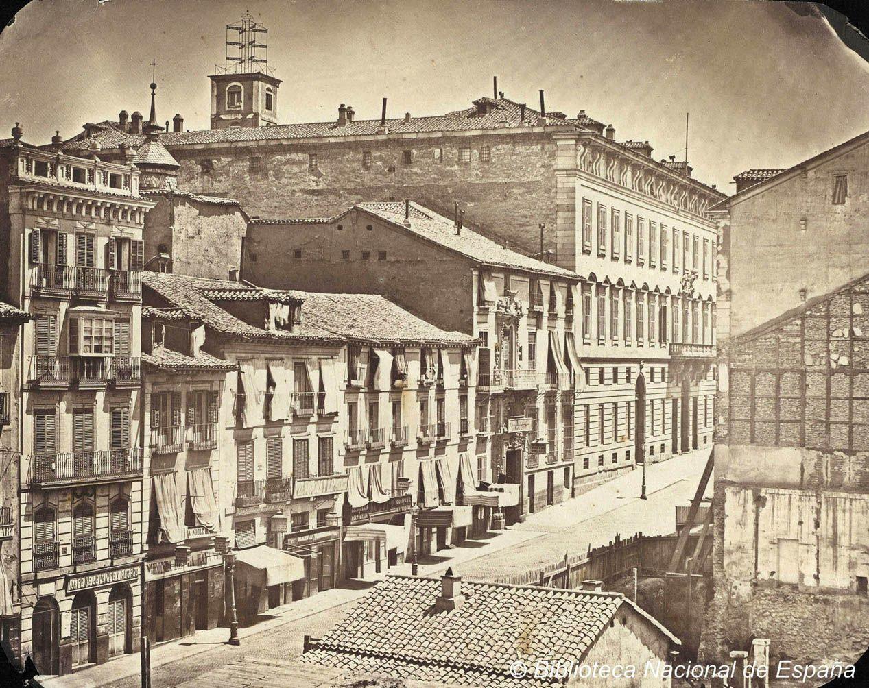 Calle De Alcal En Su Comienzo Junto A La Puerta Del Sol
