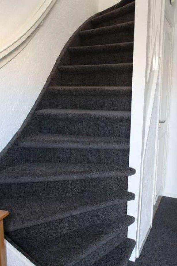 Wat een prachtige trap met vloerbedekking van bebo zolder pinterest - Witte trap grijs ...