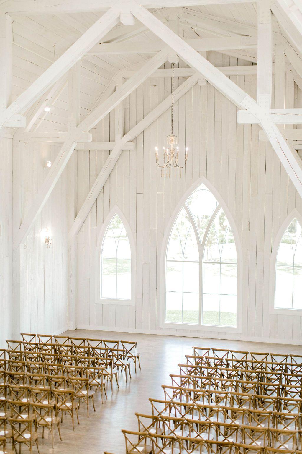 Iconic Indoor Ceremony Site // Farmhouse style Wedding ...