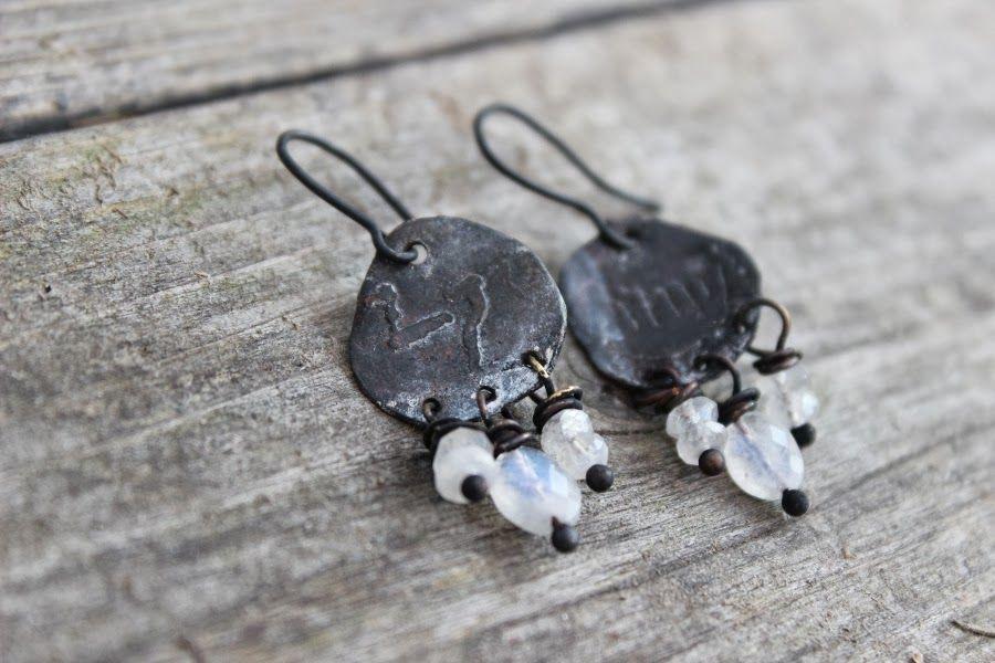 Solen spiraalit: Kalliomaalauskorvakoruja - Rock art earrings