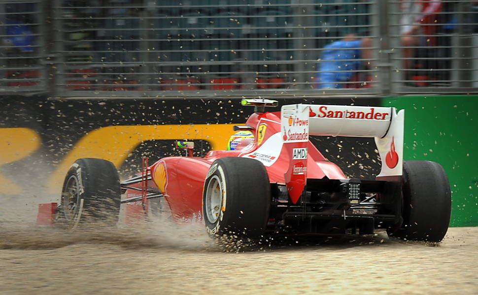 F1 - GP da Austrália 2012 - Felipe Massa perde o controle da Ferrari e sai da pista durante o primeiro treino