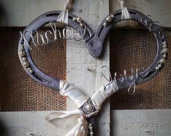 Have your favorite horse or pony immortalized out of horseshoes. All horses are made to order  Message me with the colors you would like, you can also send me a picture of your horse and I will paint your statue to look like them!  All designs are made from recycled horseshoes so each horse will be unique     You can check out my other designs at https://www.etsy.com/shop/Whoagirldesigns