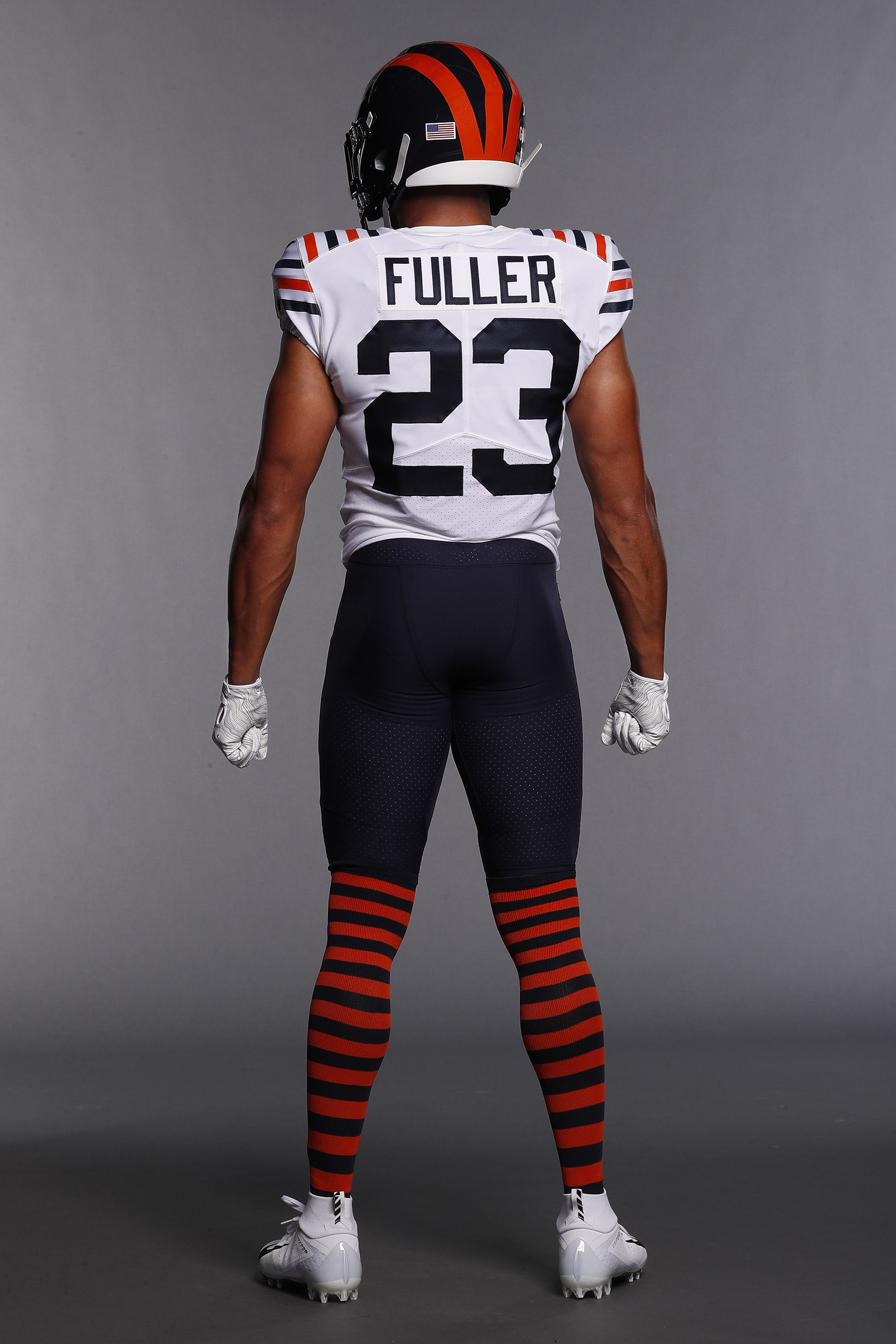 Bears Officially Unveil New Throwback Uniforms Nbc Sports Chicago Chicago Sports Teams Sports Uniforms Patriots Superbowl